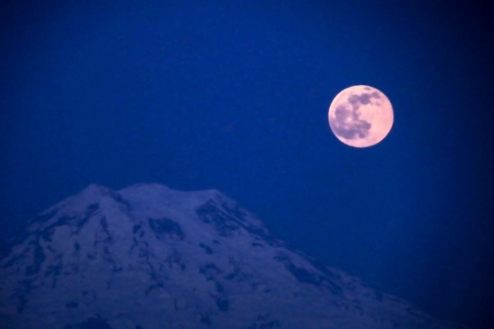 Our moon, rising over Mt. Rainier