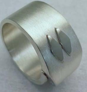 Bright Rhodium-plated ring