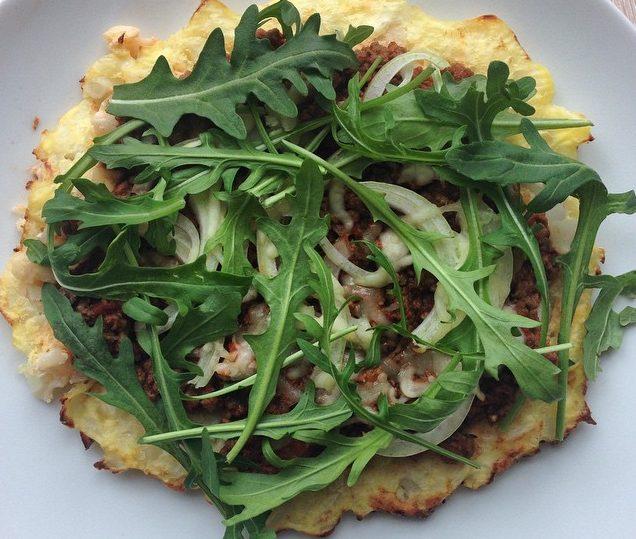 Low-Carb Pizzaboden aus Blumenkohl