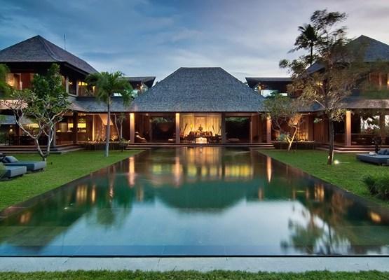 14-Mahatma House - Pool to villa evening