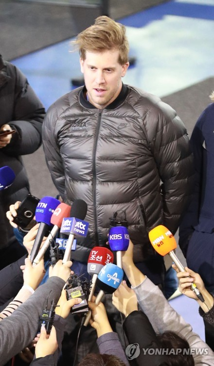 In this file photo taken on Jan. 10, 2018, South Korean men's hockey goalie Matt Dalton speaks to reporters at the Jincheon National Training Center in Jincheon, North Chungcheong Province. (Yonhap)