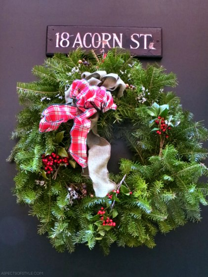 Christmas wreath in Acorn Street, Boston