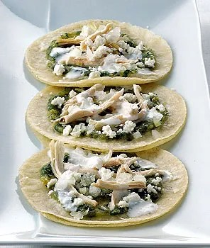 Soft Fried Tortillas with Tomatillo Salsa and Chicken / ROMULO YANES