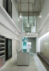 Aesop store in Kyoto Kawaramachi by Torafu Architects | Yellowtrace