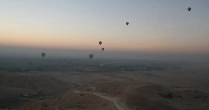 aegypten-luxor-sonnenaufgang-heissluftballons-tal-der-koenige