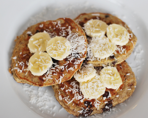 {Healthier} Banana Chocolate Chip Pancakes