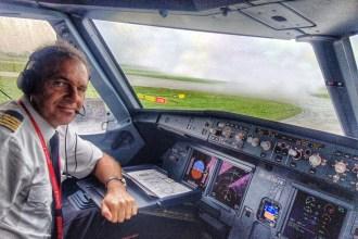 Ricardo Guerra, en la cabina de un avión de Iberia Express_Snapseed