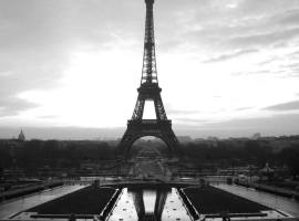 Eiffel-tower-paris-black-and-white-photos-04