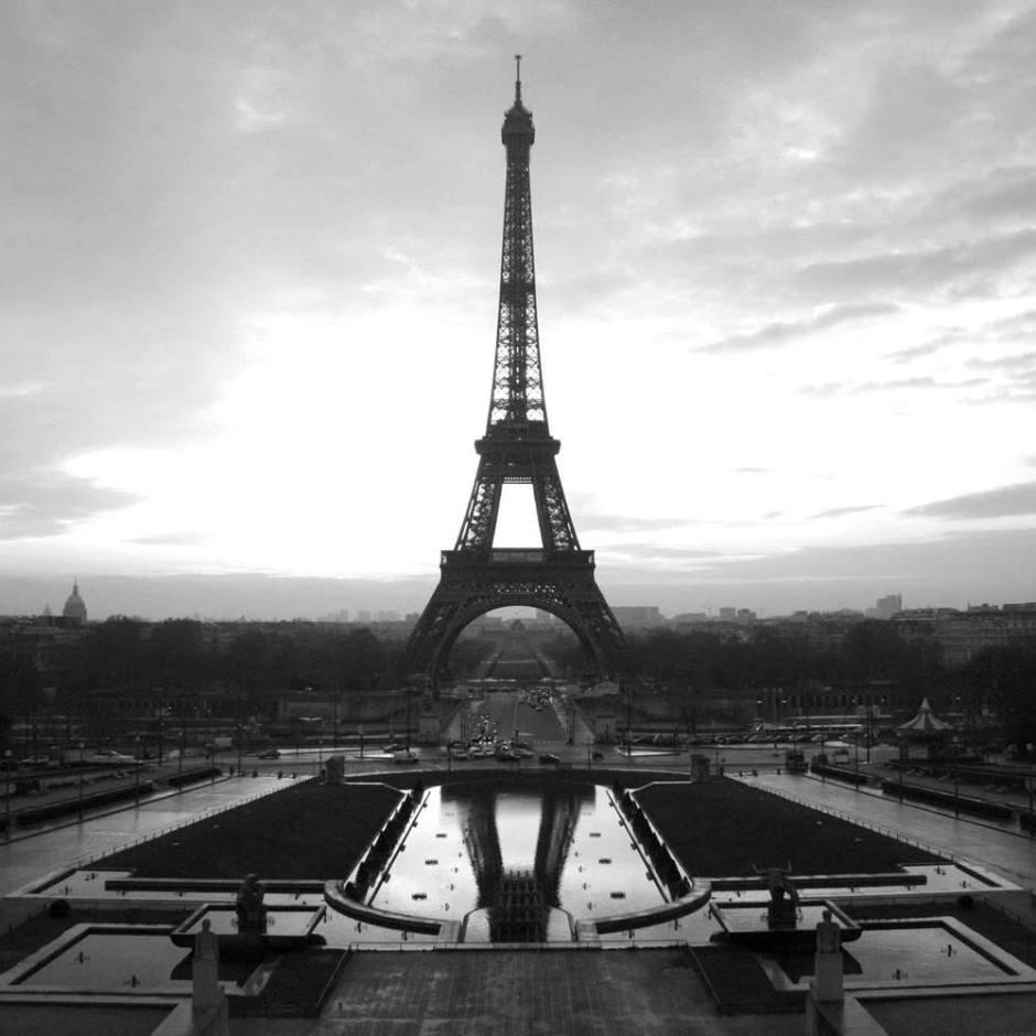 Eiffel-tower-paris-black-and-white-photos-04