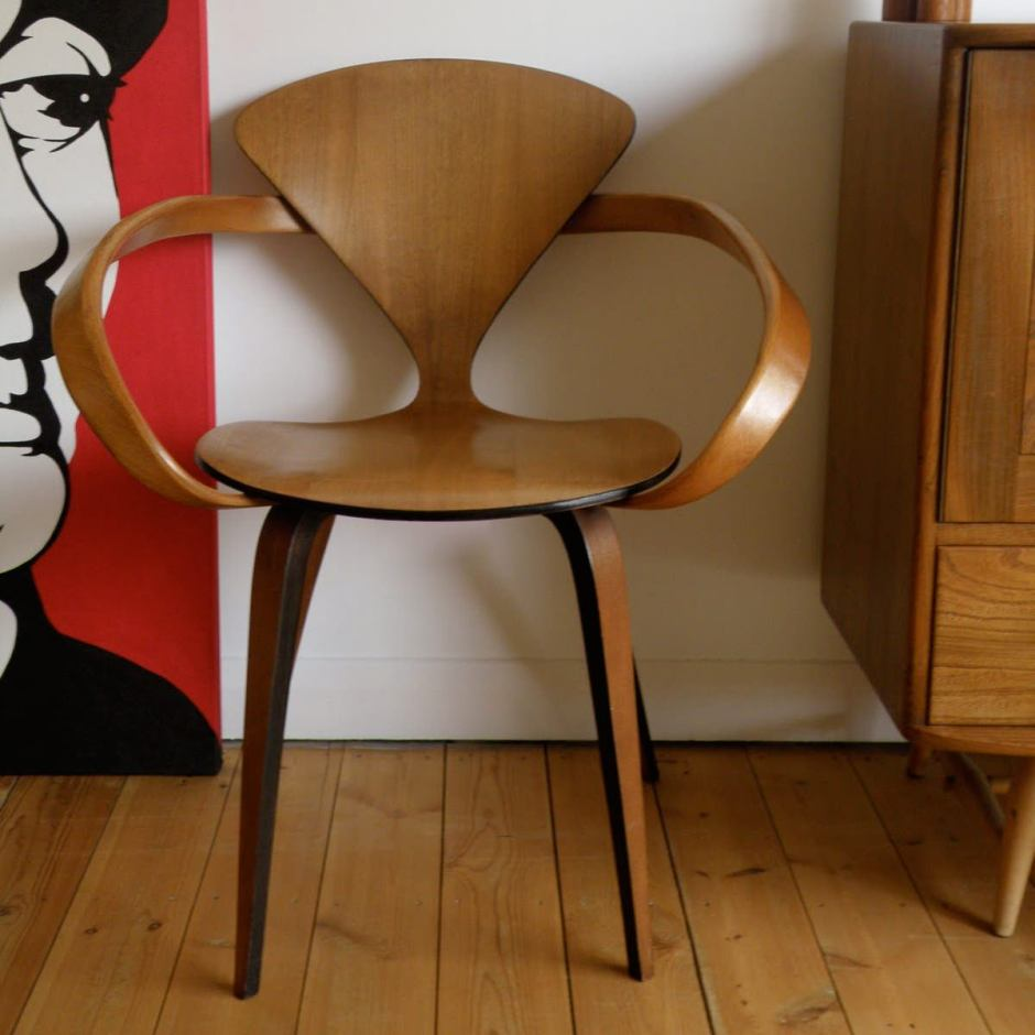 cherner-chair-moulded-plywood-armchair-002