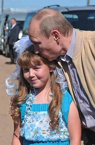 Έλα μαζί μου στο Κρεμλίνο: Ψιθυρίζοντας γλυκόλογα στο νηπιακό αυτί