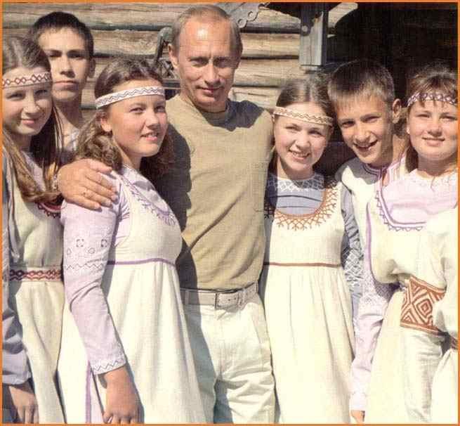 Όλα τα τέκνα μου, ΙΙΙ: Ο Putin με νεαρές ρώσικες μήτρες, έτοιμες για χρήση.