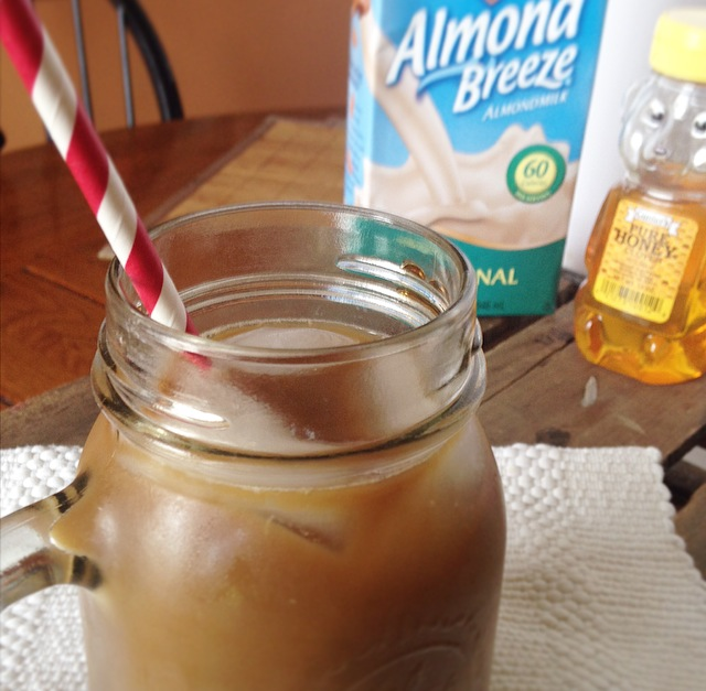 This Honey Almond iced Coffee is a delicious, healthy and refreshing pick-me-up! So easy to make and much cheaper than starbucks!