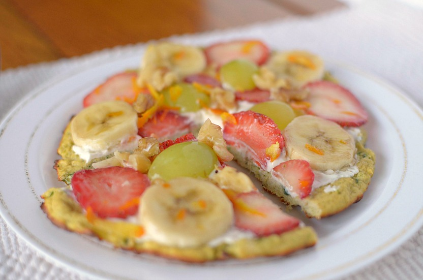 Love zucchini bread?  Try this healthy Zucchini Bread Breakfast Pizza for a quick, filling and tasty breakfast!