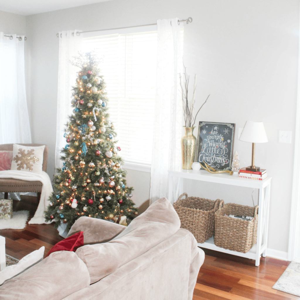 Holiday Home 2018 - Holiday Living Room Tour - At Home With Zan