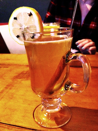 Making the perfect hot whiskey tips from an irish for Hot tea with whiskey