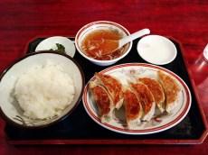餃子定食、ランチは600円也。