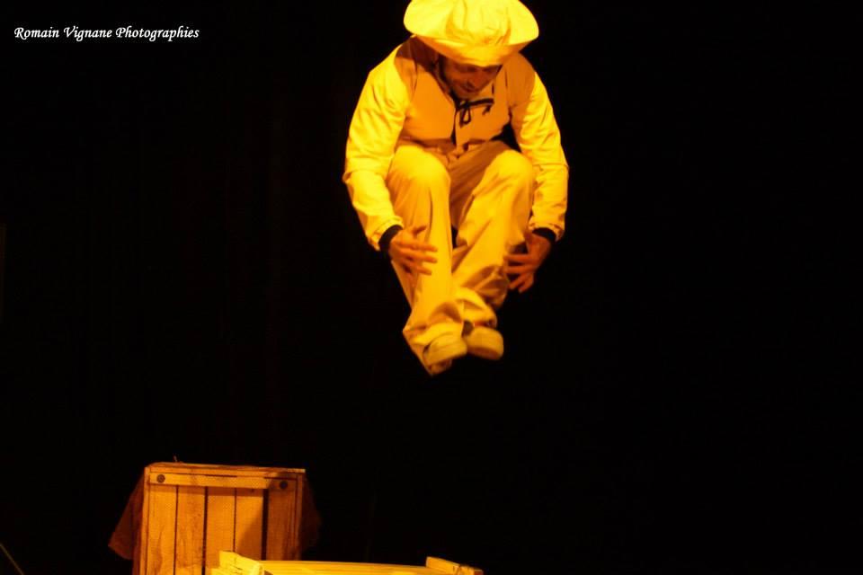 le ciré jaune, jonglerie, théâtre, mer