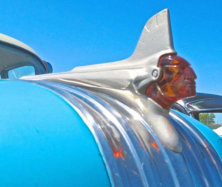 1951 Pontiac atxcarpics.com Austin TX hood ornament
