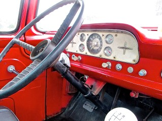truck-1959-ford-4x4-diesel-dashboard