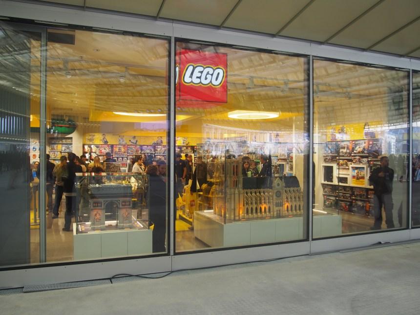 Lego store les halles ouverture du premier magasin lego en plein coeur de p - Magasin les halles paris ...