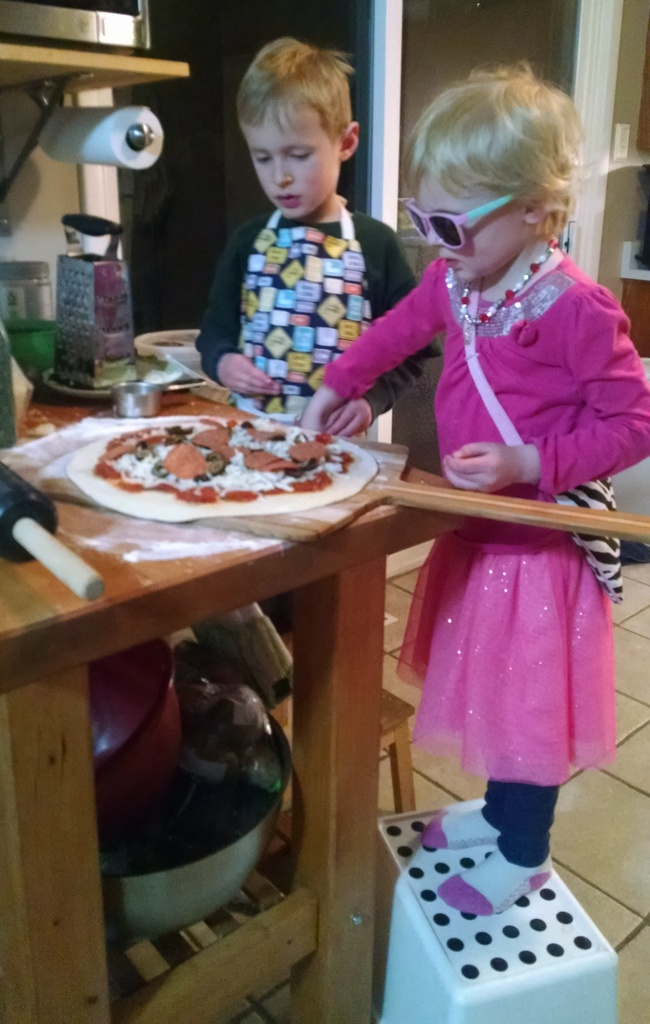 Topping a pizza in style.