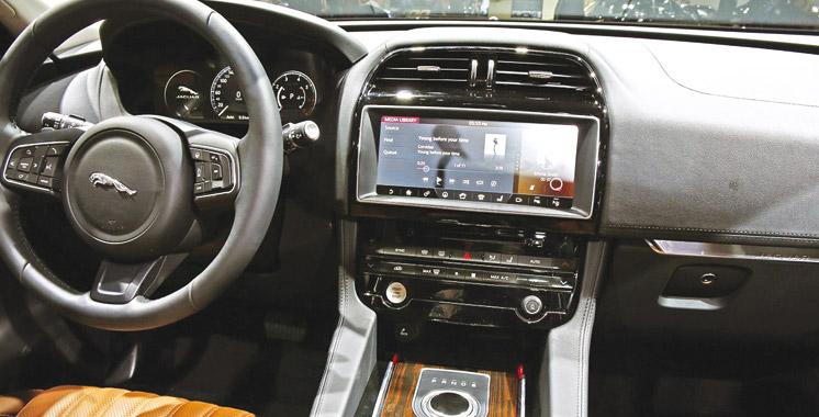 nouveau jaguar f pace le f lin est l auto expo aujourd 39 hui le maroc. Black Bedroom Furniture Sets. Home Design Ideas