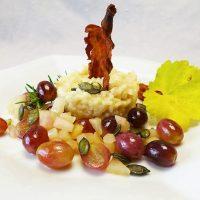 Herbstrisotto mit Pfeffertrauben, Birne und Kürbiskernen