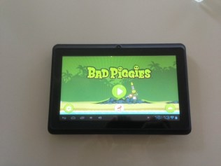... I also had to show you what Bad Piggies looks like on this bad boy.