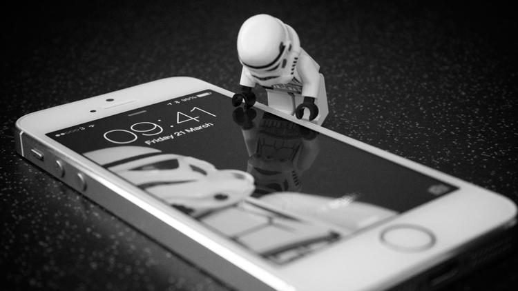 get-off-the-grid-smartphone-facebook-social-media