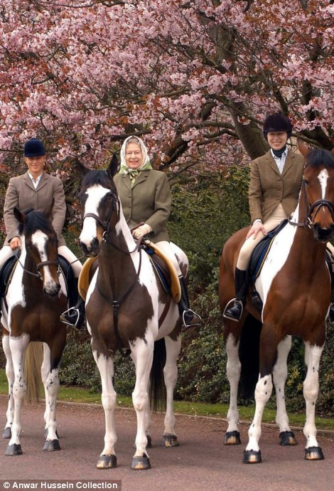 Queen Elizabeth pictured on her home bred horse, Tinkerbell, alongside daughter Princess Anne and Olympic champion granddaughter Zara Phillips, 2004. Image Source: Anwar Hussein Collection.