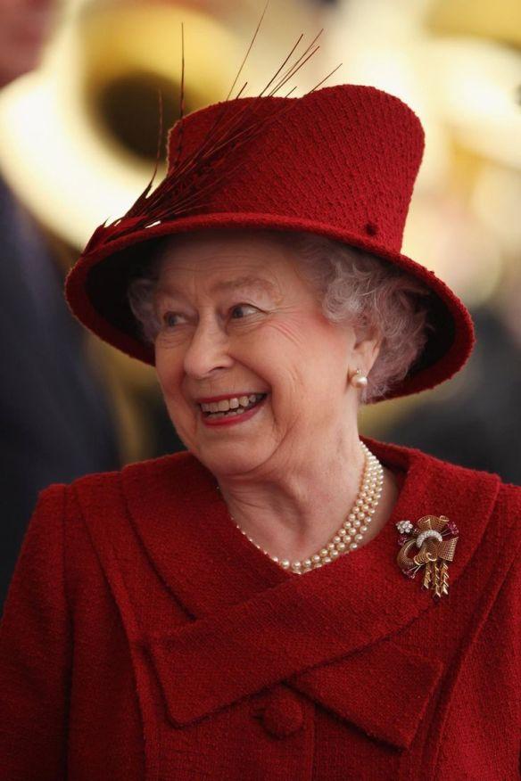 Queen Elizabeth welcoming the Emir of Qatar to England, October 2010. / Source: Pinterest