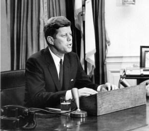 """""""La grandeza de una nación se mide en como trata a sus ciudadanos más desfavorecidos"""" J. F. Kennedy"""