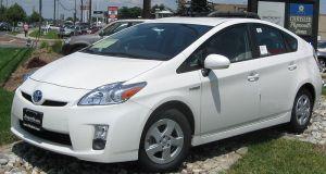 800px-2010_Toyota_Prius_II_1_--_07-01-2009
