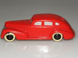 Dinky Toys série 39 Chrysler Royal (prototype bois)