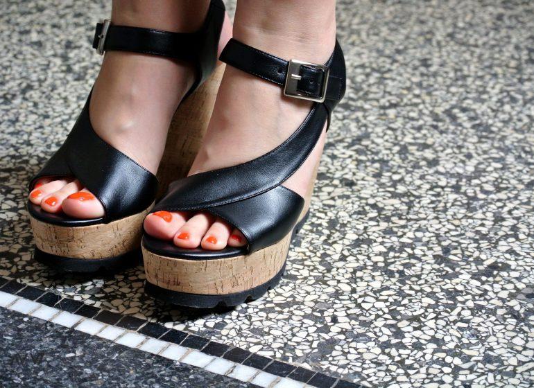 priti-nyc-vegane-sandalen-korkabsatz