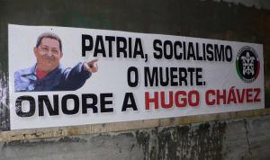 Красные, розовые и коричневые антиимпериалисты-патриоты объединяются. На фото – граффити Casa Poound памяти Уго Чавеса.
