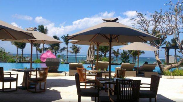 Fairmont Bali 泳池餐廳