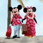 aulani-hawaii-resort-mickey-minnie-on-beach