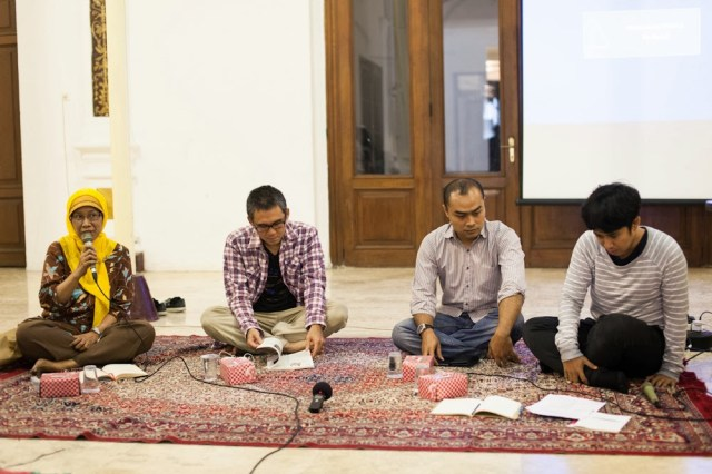 Diskusi mengenai media, commons, pengetahuan, dan kota bersama Sirikit Syah, Marco Kusumawijaya dan Ari Juliano Gema. Foto: Erlin Goentoro