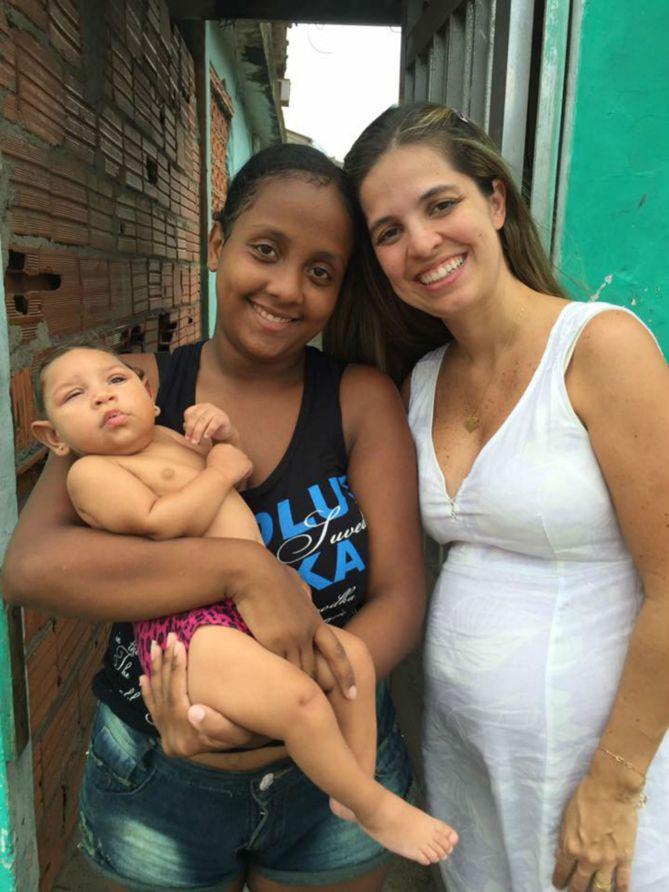 Roberta e mãe ajudada pelo seu projeto