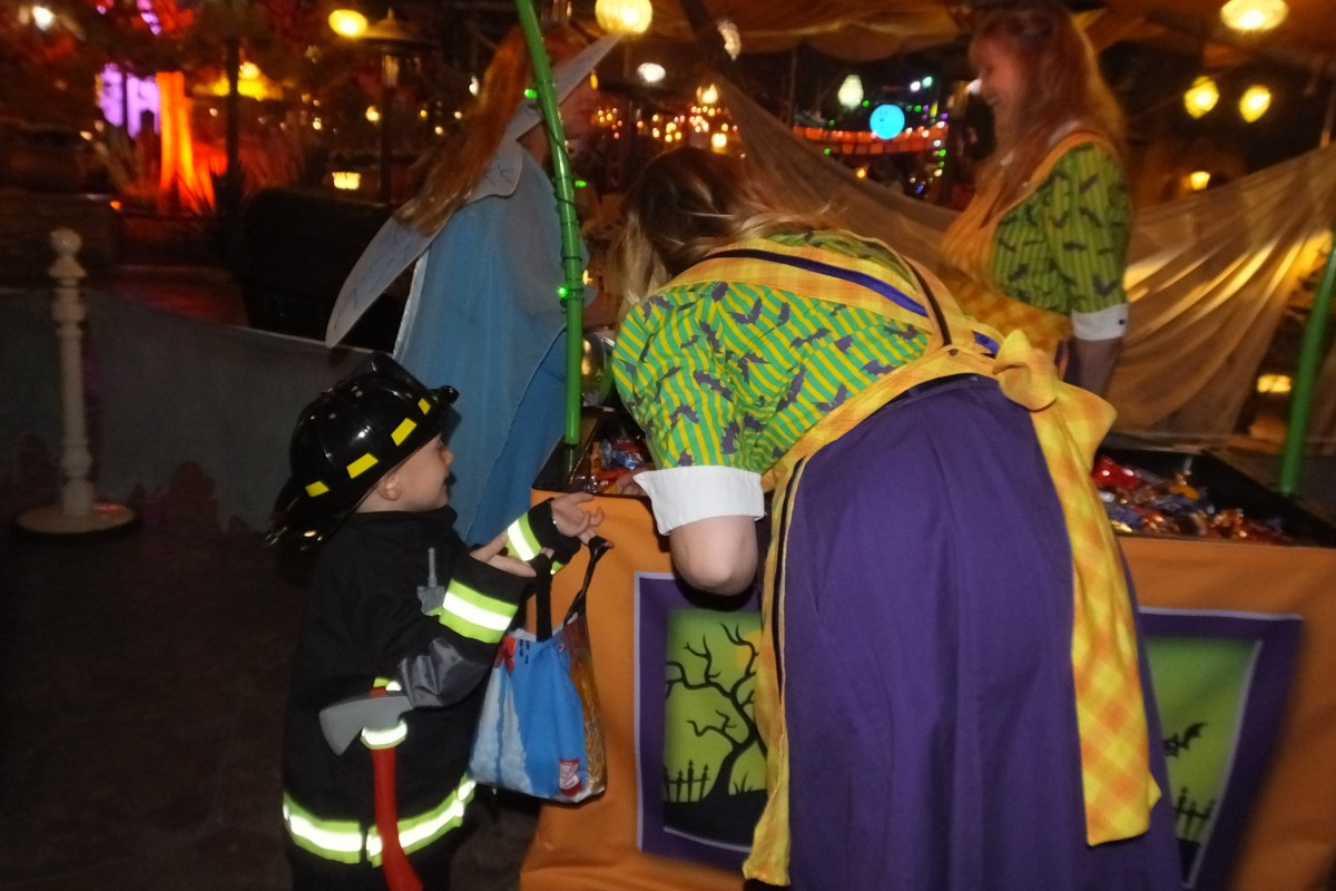 Spooktacular reasons you need to jump at the chance to go to Mickey's Halloween Party