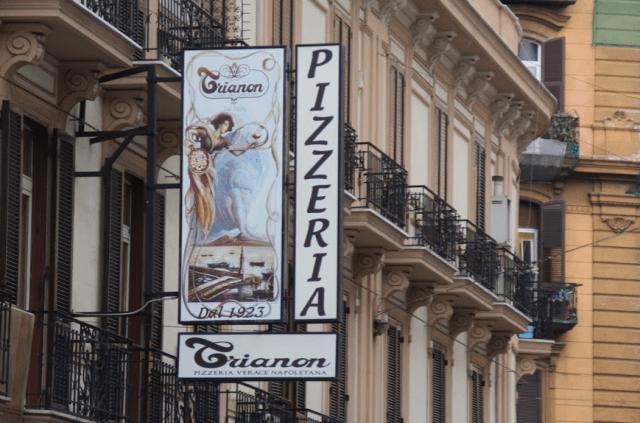 ナポリのピッツェリア:トリアノン(出店:著者撮影)