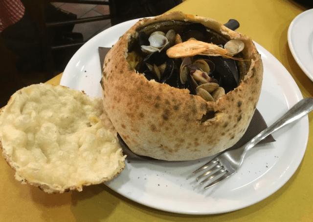 南イタリアの伝統料理・パスタ・エ・ファジョーリ(Pasta e fagioli alla pescatora) (出典:著者撮影)