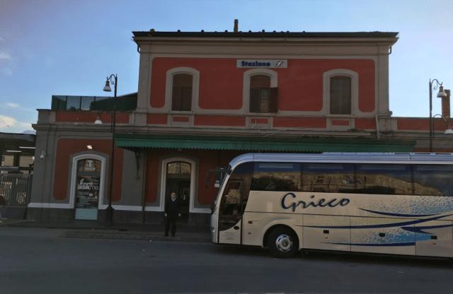 トレニタリアのポンペイ駅(出典:著者撮影)