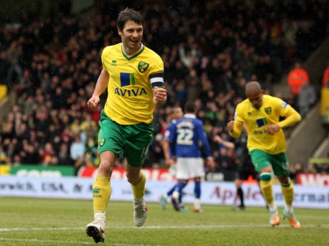 Norwich City's Wes Hoolahan celebrates scoring the equalising goal