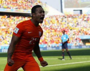 Who should Memphis Depay join?