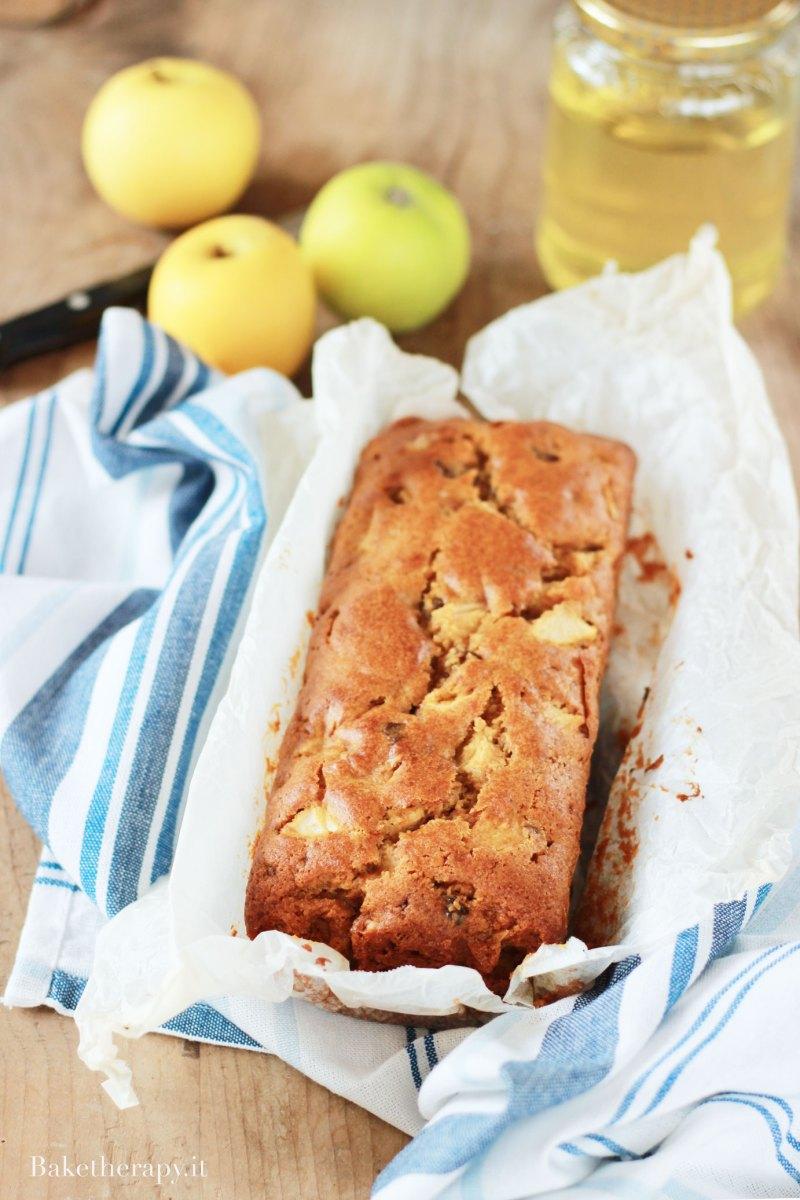 Plumcake alle mele con miele d'acacia e noci e consigli di lettura
