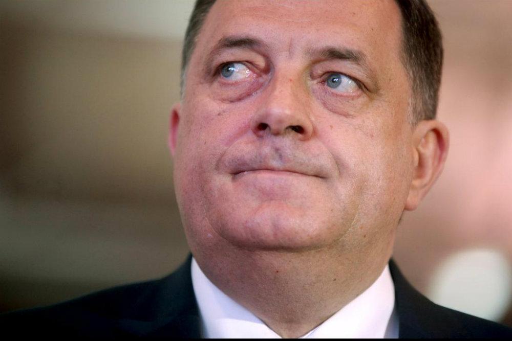 Karleuša Dodiku: ja sam pevaljka, a dama je ona koja se s narukvicom oko noge vozi s njim u njegovom helikopteru