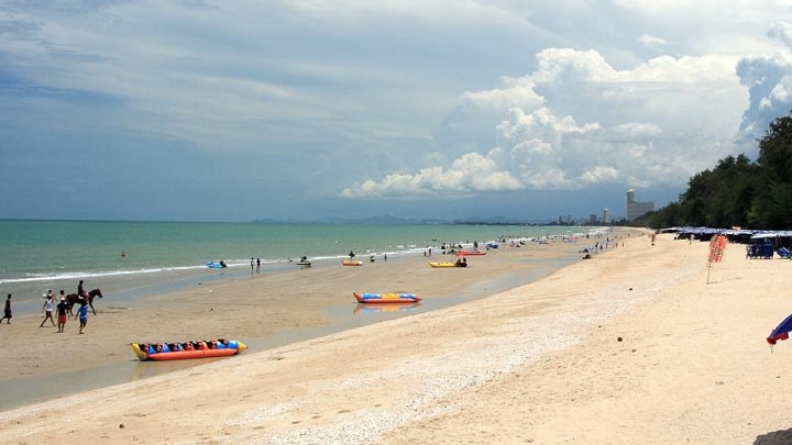 Cha-Am beach. Photo creit: Siam-property